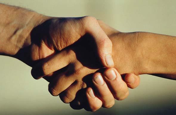 读经:诗篇138篇   你的右手也必救我. (诗篇138篇7节)