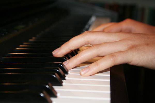 -诗篇119篇11节   读经:   诗篇119篇9-16节   年幼的时候,我的钢琴老